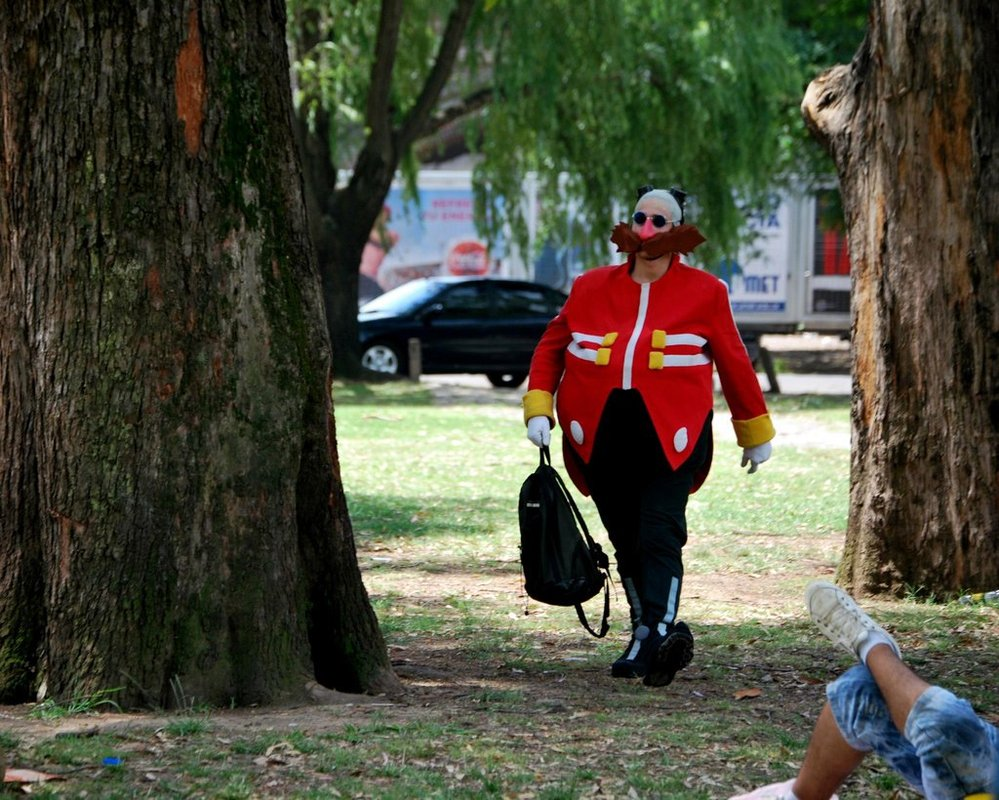 dr_eggman_cosplay_walking_around_the_picnic_by_viluvector-d5qycjb