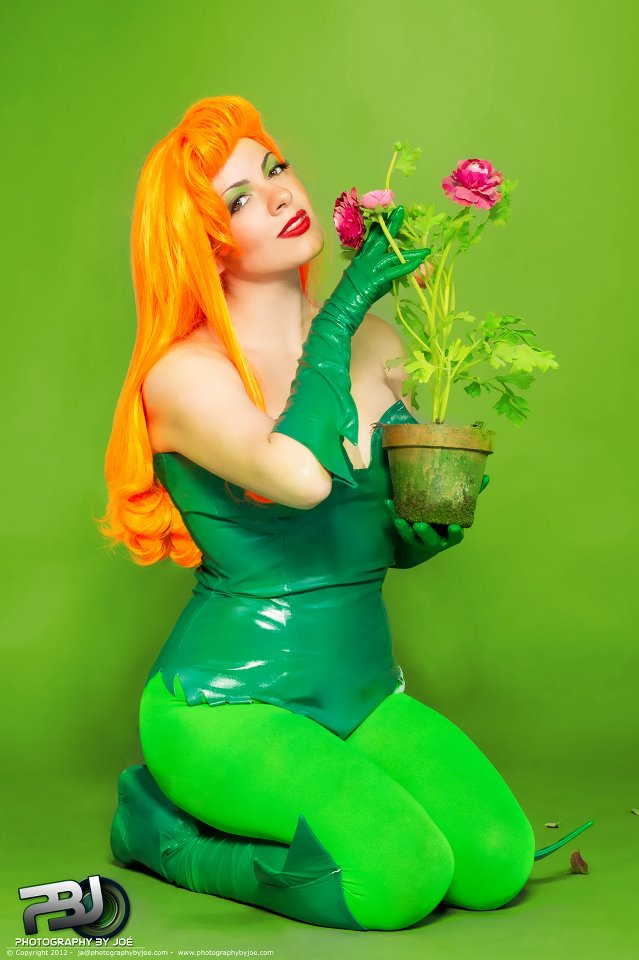 pretty_poison___poison_ivy_cosplay__bruce_timm__by_kapalaka-d5ov2aj